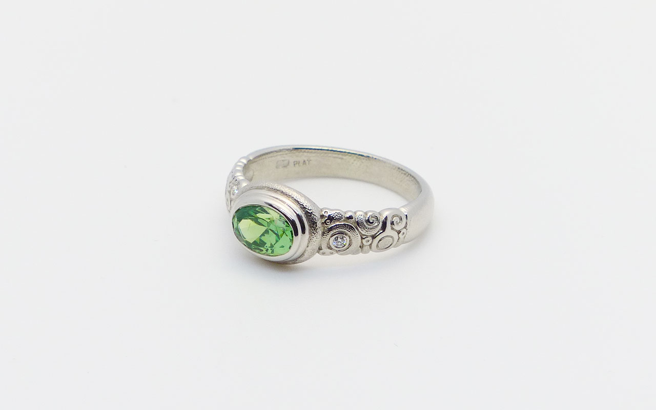 Demantoid-Garnet-R82P-ring